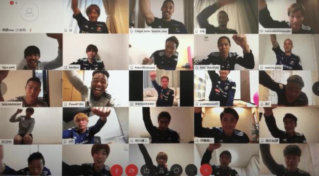 オンライン配信イベントを行う横浜F・マリノスの選手たち-株式会社PR TIMES